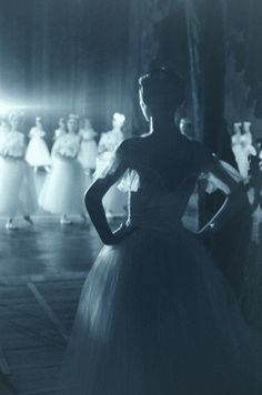 Waiting in the wings - Ballet
