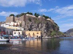 Panoramio - Photo of Lipari - Le mura del castello