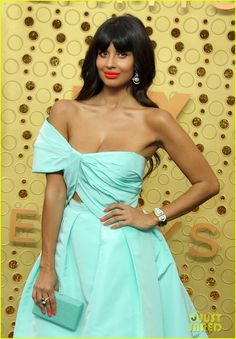 Jameela Jamil carries snacks in her purse, doesn't everyone do this? High Top Reeboks, Viola Davis, Glamour Makeup, One Shoulder Gown, The Emmys, Beautiful Actresses, Green Dress, High Tops, Looks Great