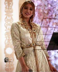 @yosra_saouff اللباس من @sophia_benyahia_kaftan #moroccancaftan #moroccantradition #moroccandress #moroccanstylist #yosrasaouf #sophiabenyahia #moroccandresses #moroccanbeauty #caftan #maroc #starsencaftan #stars_en_caftan #moroccan_caftan_style #moroccandesign #kuwait #dubai #liban #morocco #lebanon #fashion #قفطان #تكشيطة #تقاليد #المغرب #التكشيطة_المغربية #الجلابة_المغربية #القفطان_المغربي