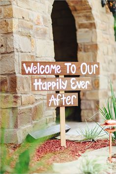 welcome to our happily ever after Texas Shabby Chick Wedding  © www.kristencurette.com