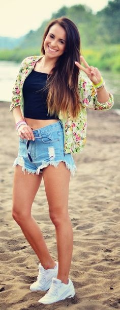 Everyday New Fashion: Denim Shorts Top Black And Flower Jacket