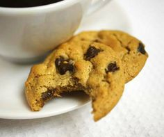So easy! Flourless Peanut Butter Chocolate Chip Cookies!