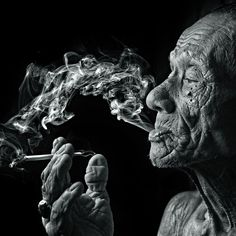 smoker by yaman ibrahim 50 Beautiful Examples of Black and White Photography Black And White Portraits, Black White Photos, Black And White Photography, Old Man Portrait, Foto Transfer, Old Faces, Smoke Art, William Eggleston, Foto Art