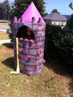 Rapunzel Birthday Party Castle- looks so easy to do and Evie would LOVE this, maybe near where the princess dresses and 'photo booth' will be! Rapunzel Birthday Party, Disney Princess Party, 4th Birthday Parties, Princess Birthday, Tinkerbell Party, 5th Birthday, Castle Party, Party Time, Barbie