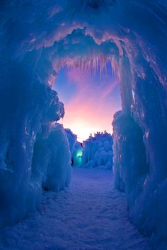 Midway, Utah Ice Castles are beautiful creations made entirely out of icicles. There is no supporting substructure. The beauty of the Ice Castle lies in its organic, ever-evolving nature. Its fascinating ice formations are dynamic. Places Around The World, Oh The Places You'll Go, Places To Travel, Places To Visit, Around The Worlds, Beautiful World, Beautiful Places, Beautiful Pictures, Amazing Places