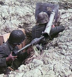 Two german Soldier with Panzerschreck German Soldiers Ww2, German Army, Germany Ww2, German Uniforms, Military Pictures, War Photography, Panzer, Luftwaffe, Military History