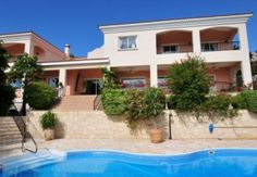 LATEST CYPRUS CLASSIFIED ADS - 4 bed villa with maids annexe, Peyia