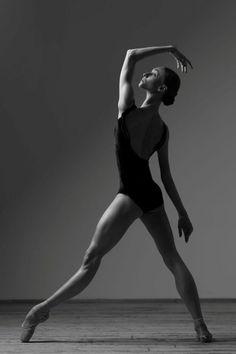 Olga Smirnova Bolshoi Ballet - Photographer Darian Volkova for World of Ballet Bolshoi Ballet, Ballet Dancers, Dance Photo Shoot, Dance Photoshoot Ideas, Ballet Dance Photography, Contemporary Dance Photography, Ballerina Project, Poses References, Royal Ballet