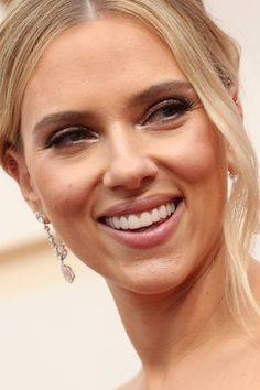 The best of red carpet beauty at the 2020 Oscars red carpet. From Zazie Beetz's stunning hair to Regina King's flawless makeup, here are the looks you can't miss. Ice Blue Dress, Soft Updo, Finger Wave Hair, Hair Tuck, Golden Blonde Hair, Latest Hair Color, Glossy Hair, Bronze Skin, Cool Blonde