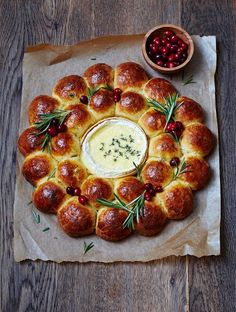 Brioche Wreath with Baked Camembert