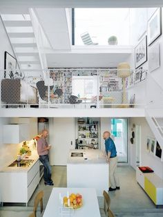 the town house kitchen living portrait Three thin slabs, staggered vertically through the space, create three distinct floors and allow light to flood in from the front, back, and roof. The white Saari kitchen makes the most of a compact space. Small Apartments, Small Spaces, Open Spaces, Sofa Lounge, Mini Loft, Sweden House, Piece A Vivre, Deco Design, Scandinavian Interior
