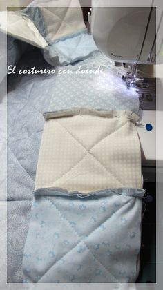 Pero bueeeeeno, no sabía yo que esta intriga iba a darme el mayor numero de visitas hasta la fecha. Muchas gracias a todas por compartir con... Tutorial Patchwork, Tutorial Rag Quilt, Quilting Tips, Machine Quilting, Tumbler Quilt, Jelly Roll Quilt Patterns, Winter Blankets, Jellyroll Quilts, Sewing Pillows