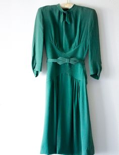 Green Dress, late 30s - early 40s, bow belt, waist and elbow details (Vixen Vintage)