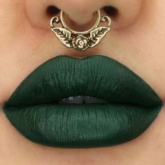 Eye makeup isn't the only thing becoming edgier. People are starting to get more daring with their lipstick, using bold lip colors to stand out from the crowd. Below are 20 different lip colors t Best Lipstick Color, Green Lipstick, Lipstick Art, Dark Lipstick, Lip Art, Lipstick Colors, Lip Colors, Lipstick Lighter, Lipstick Names