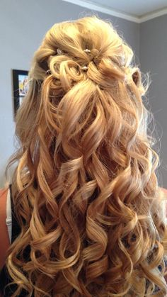 my daughter's (Bailey) hair for homecoming! prom hair, curls, prom idea