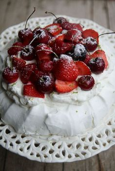 Pavlova by Christophe Michalak with red fruits and lime - That& Amore!, Desserts, Pavlova by Christophe Michalak with red fruits and lime. Cherry Desserts, Fancy Desserts, Fancy Cakes, Chefs, Meringue Pavlova, Cake Recipes, Dessert Recipes, Vegan Junk Food, Vegan Smoothies