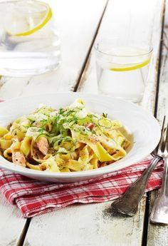 Pasta Salad, Spaghetti, Ethnic Recipes, Food, Crab Pasta Salad, Eten, Meals, Noodle, Macaroni Salad