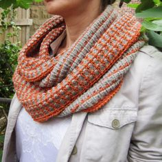 snello cowl. infinite loop. knit with dk and bulky. perfect in orange and gray. nueroknits.
