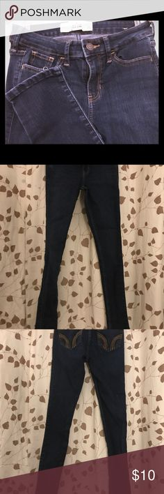 Hollister 00S Super Skinny Low Rise Jeans 23W 29L Hollister 00S Super Skinny Low Rise Jeans 23W 29L Like New. Non-smoking.  I try and describe the color the best that I can, but I can not guarantee color. Also, this site cuts off the bottom pictures of my jeans. Any questions, please ask! I will answer or provide more info/pics. Buy with confidence:) Hollister Jeans Skinny