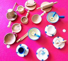Voici ce que je viens d'ajouter dans ma boutique #etsy : Jouets en bois, petite dinette beige bleu et marron/ vintage 70/ j'offre l'emballage cadeaux http://etsy.me/2k1Z2qP #jouets #beige #marron #noel #fille #rond #creux #couleurs #blanche