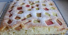 Bardzo szybkie i proste ciasto z dodatkiem rabarbaru. Ciasto bardzo fajnie smakuje z każdymi owocami. Składniki: 3 jajka 190 ml...