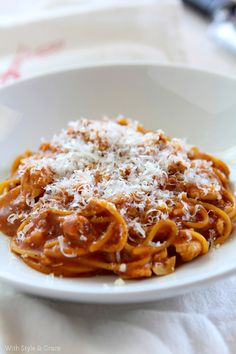 Turkey spaghetti.  We make this at least once a week.  1/2 lb. ground turkey, 1/2 onion, 1 small can mushrooms (stems and peices).  Cook until turkey is done, onions and mushrooms are tender.  Add favorite pasta sauce.  (Look for ones that are 90 calories or less per serving.)  Serve over pasta.  Angel hair pasta is our favorite.  Top with parmesan cheese.  Soooo good.