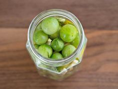 These spicy Pickled Green Tomatoes are a quick and easy way to use up the last of your garden's harvest! These green cherry tomatoes are pickled with vinegar, garlic, dill and red pepper for a tasty bite size refrigerator pickle. Pickled Cherries, Canned Cherries, Canning Cherry Tomatoes, Pickled Green Tomatoes, Cinnamon Pickles, Cherry Tomato Recipes, Cooking Light Recipes, Tasty Bites, Recipes