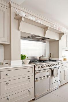 Kitchen Remodel & Decor - Money-Saving Kitchen Renovation Tips - Ribbons & Stars Home Kitchens, Kitchen Design, Kitchen Renovation, Kitchen Decor, Modern Kitchen, Country Kitchen, Kitchen On A Budget, Kitchen Layout, Retro Kitchen