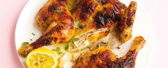 1. Gril v troubě rozpalte na střední výkon. Kuře nejprve vytvarujte do obrysu motýlka – vystřihněte z něj nebo ostrým nožem vyřízněte páteř, otočte ho... Bbq, Turkey, Meat, Chicken, Food, Barbecue, Barrel Smoker, Turkey Country, Essen