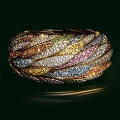 Bracelet in 18k gold with fancy sapphires, tsavorites, spessartites and diamonds.
