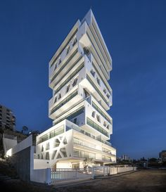The Cube, Beirut, an expressive tower with nineteen appartments. Design by dutch firm Orange Architects. Photo by Matthijs van Roon