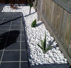 15 Ideas for White Sensation in Garden Landscaping With White Pebbles