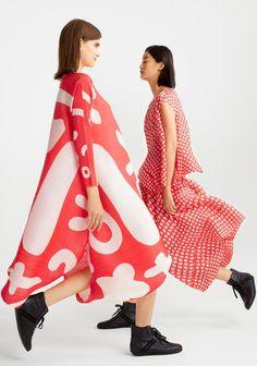 Pleats Please Issey Miyake Spring Summer 2020 Collection Yohji Yamamoto, Jumpsuit Pattern, Pattern Dress, Pleated Fabric, Fashion 2020, Paris Fashion, Daily Fashion, Fashion Fashion, Comme Des Garcons