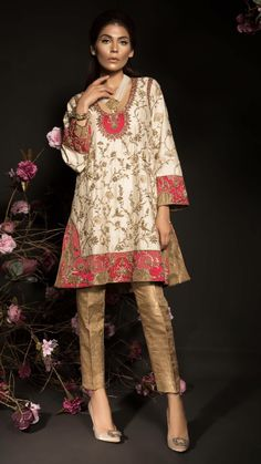 Traditional Fashion, Traditional Dresses, Pakistani Outfits, Indian Outfits, Latest Kurti Styles, Dress Over Pants, Suits For Women, Clothes For Women, Nice Dresses