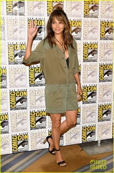 Halle Berry Chugs Whiskey, Served by Channing Tatum, at 'Kingsman 2' Comic-Con Panel!