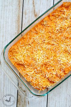 Easy Buffalo Chicken Dip Easy Buffalo Chicken Dip recipe is a perfect game day cheesy and spicy dip - add canned chicken for a simple quick under 30 minute recipe Buffalo Chicken Dips, Buffalo Chicken Dip Ingredients, Pollo Buffalo, Buffalo Dip, Buffalo Chicken Dip Recipe, Canned Chicken, Can Chicken Recipes, Yummy Recipes, Buffalo Chicken
