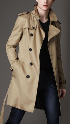 BURBERRY - MID-LENGTH COTTON BLEND TRENCH COAT £750