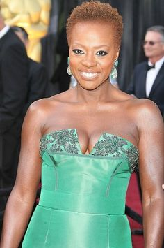 Actress Viola Davis rocked her natural hair at the Academy Awards this year.