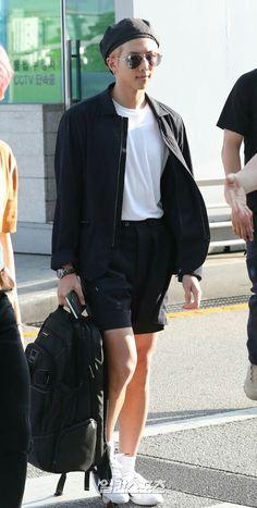 BTS at Incheon Airport Heading to Singapore Kim Namjoon, Kim Taehyung, Seokjin, Bts Airport, Airport Style, Airport Fashion, Kpop Fashion, Bangtan V, Jhope