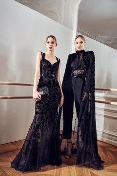 Chic Black Outfits, International Fashion Designers, Vogue, Haute Couture Fashion, Fashion Show Collection, Editorial Fashion, Runway Fashion, Queen, Fashion Dresses