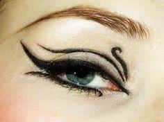 El maquillaje que utilizaban los antiguos egipcios a marcado tendencia en la actualidad.