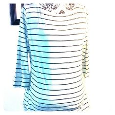 Quarter Sleeve Top Pre owned in great condition no defects 95%Cotton 5% Spandex Merona Tops Tees - Long Sleeve