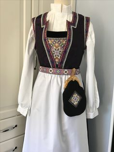 Made by Inger Johanne Wilde Medieval Clothing, Traditional Outfits, Scandinavian Design, Beadwork, Norway, Vikings, Culture, Knitting, Clothes
