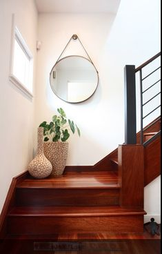 Enticing Staircase Landing Designs Applying Creative Ideas : Small Staircase Landing Decorated With Two Stylish Vases And Mirror On Wall Stair Landing Decor, Staircase Landing, Stair Decor, Staircase Decoration, Staircase Contemporary, Modern Staircase, Staircase Design, Wood Staircase, Stair Railing