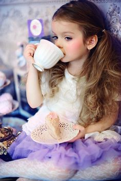 My little girl and I will have tea parties:)