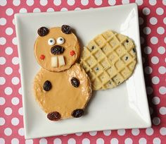Looking good there, waffle beaver. 19 Easy And Adorable Animal Snacks To Make With Kids Cute Snacks, Snacks To Make, Cute Food, Good Food, Toddler Meals, Kids Meals, Canada Day Party, Animal Snacks, Boite A Lunch