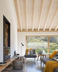 Villa Slow is located in the beautiful Valles Pasiegos Natural Park in Spain. The house was built according to the traditional old technology cabaña ✌Pufikhomes - source of home inspiration Home Building Design, Building A House, Home Interior Design, Interior Architecture, Home Living Room, Living Spaces, Minimalist Home, Interior Inspiration, New Homes