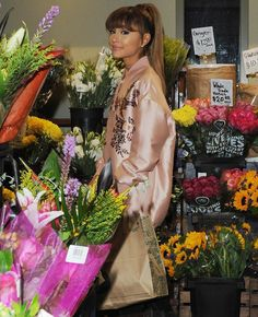 ARIANA GRANDE SPOTTED AT A WHOLE FOODS STORE IN BEVERLY HILLS, CALIFORNIA #KIMILOVEE #THEWIFE