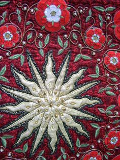 Close-up, sun quilt by Liz Jones (UK), shown at Quilt en Sud (France)